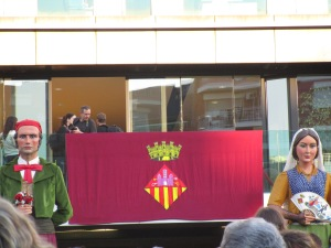Los gigantes and the flag before the opening speech.  this isn't the flag of Spain or Cataluña, so I'm guessing it's the flag of Sant Cugat.
