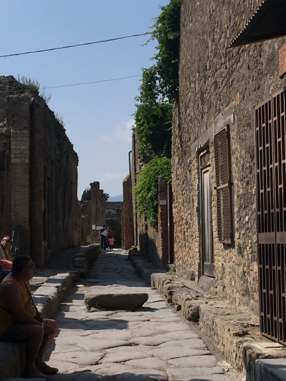 Pompeii side street