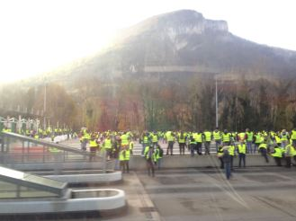 Some gilets jaunes on the way back from Grenoble
